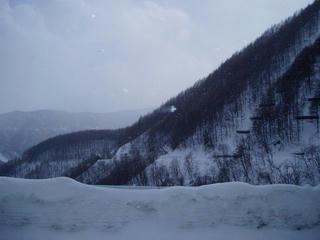 雪深き山々