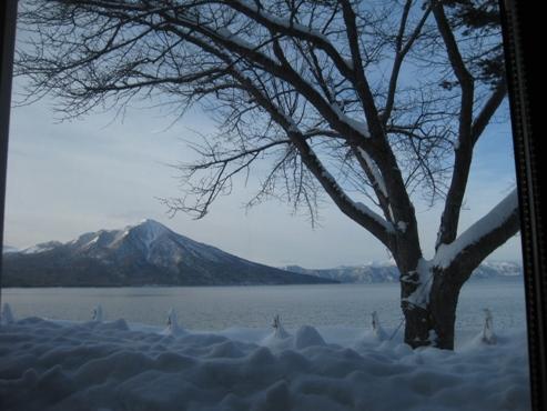2013.01 支笏湖 レイクサイドヴィラ翠明閣 朝食 1 レストランの窓の風景