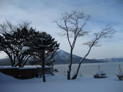 2013.01 支笏湖 レイクサイドヴィラ翠明閣 客室 27 朝の眺め8:27