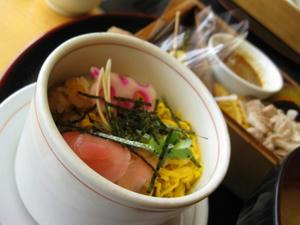 『いち にぃ さん』 黒豚の野菜蒸しセット/ちらし寿司