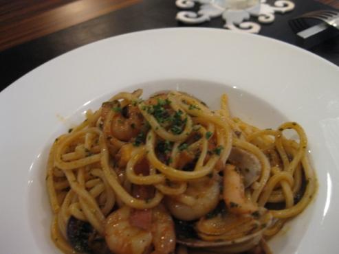 生スパゲッティ ぺスカトーラ/ローマ風魚介類の軽いトマトソース