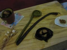 糠平源泉郷 中村屋 夕食 前菜:しゃち豆、こごみの酢醤油漬け