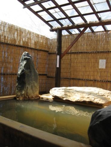 濁川温泉「元湯神泉館 にこりの湯」露天風呂
