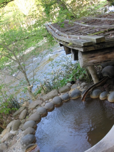 上の湯温泉『温泉旅館銀婚湯』野天風呂「どんぐりの湯」