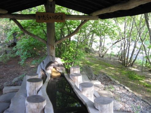 上の湯温泉『温泉旅館銀婚湯』野天風呂「かたらいの湯(足湯)」