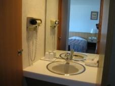 『ホテル おかべ汐彩亭』の客室(和洋室)洗面化粧台
