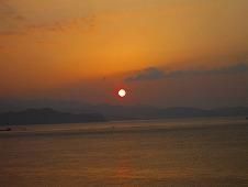 四国旅行/鳴門温泉『ルネッサンスリゾートナルト』客室から見た朝日