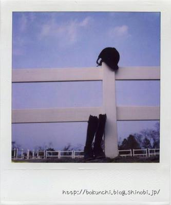 ブーツとヘルメットの写真