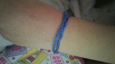 青い ブレスレット 運動 と は