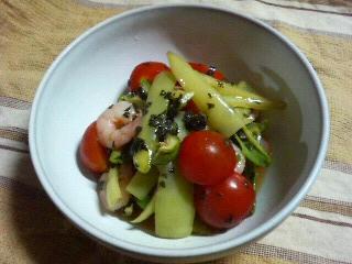 謎の野菜・プチトマト・甘長唐辛子の和え物。