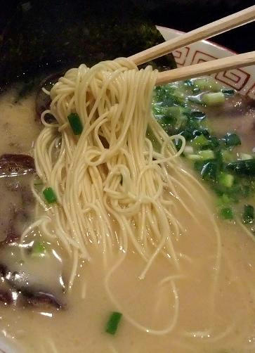 六角堂 ラーメン 麺
