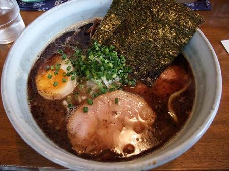 黒豚骨醤油ラーメン 太麺