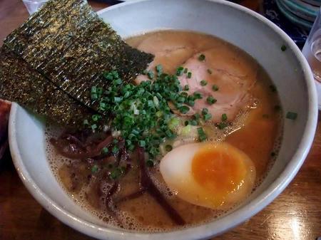 豚骨醤油ラーメン 太麺