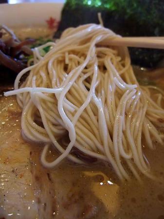 麺屋 大谷 九州豚骨らーめんの細麺