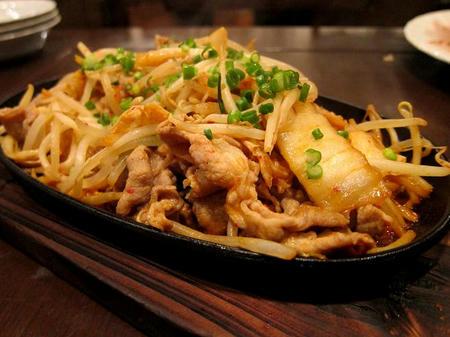 レストラン ロマネ 豚キムチ炒め