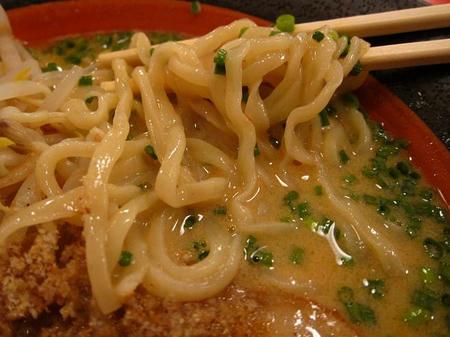老虎麺飯城 胡麻そばの麺