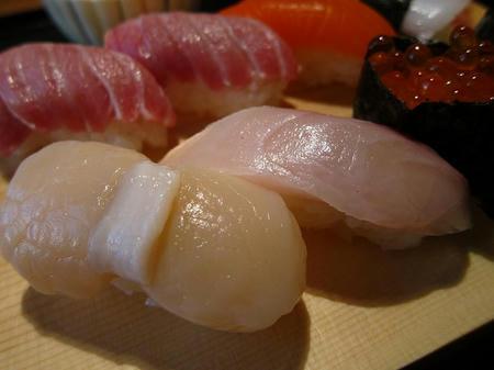 光駕 上にぎり寿司 ホタテ カンパチ