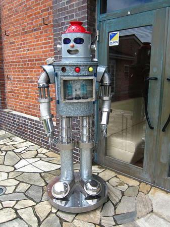 ラ・ピッツェリア 入口のロボットが喋る喋るw