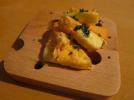 カフェ&ダイニング gurumi 自家製スモークチーズ