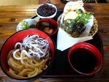 和利の家 二色麺 天ぷらセット