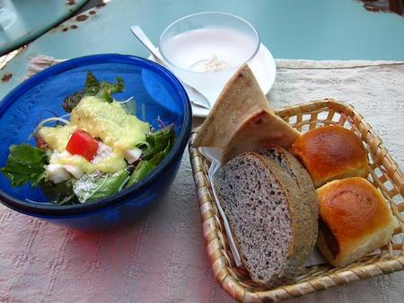 トラットリア パッパーレ サラダとパン