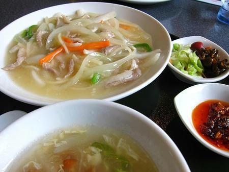 豚肉と五目野菜の塩煮込み 食べるラー油添え