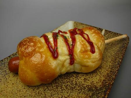 Bakery yaoko pino 串付きフランク