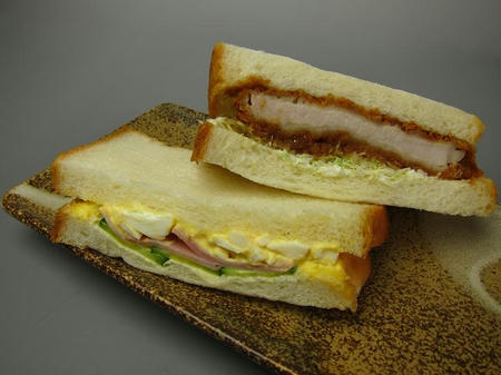 Bakery yaoko pino ロースカツ&タマゴサンド