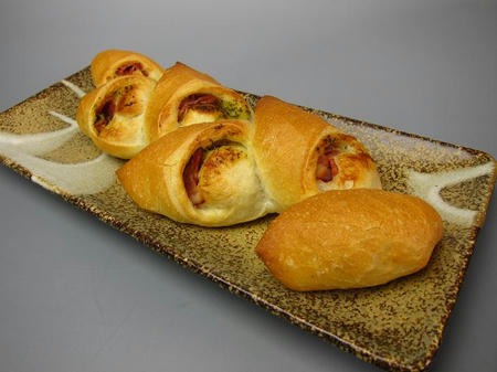 Bakery yaoko pino バジルベーコンエピ