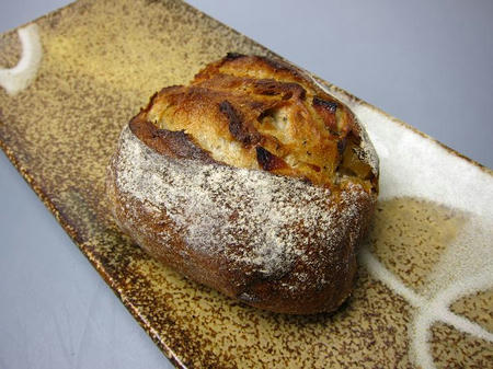 パン工房NOBI 生姜紅茶とリンゴのライ麦パン