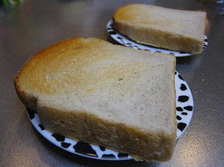 TOMY's Bakery もち小麦の食パン