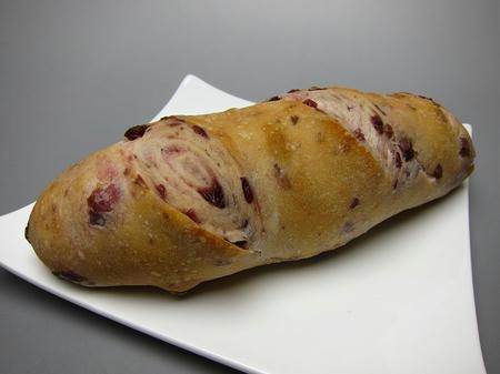 ベーカリーカフェ パン工房 ハイジ クランベリーのライ麦パン
