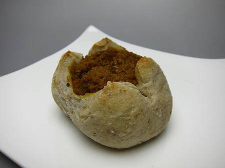 ベーカリーカフェ パン工房 ハイジ ライ麦カレーパン