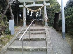 馬伏塚城跡にある神社.jpg