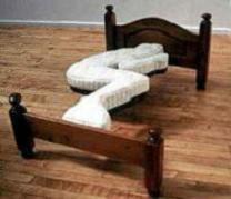 人のかたちのベッド