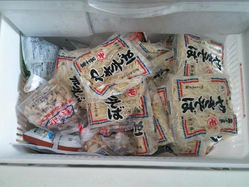麺がひしめく冷凍室