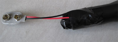 ビニールテープでリードの固定と絶縁を行います
