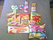 駄菓子屋さんのお菓子を沢山買いました