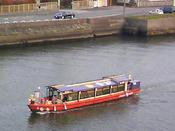 名古屋城から続く堀川を渡る「屋形船」