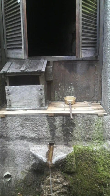 沼名前神社の湧水