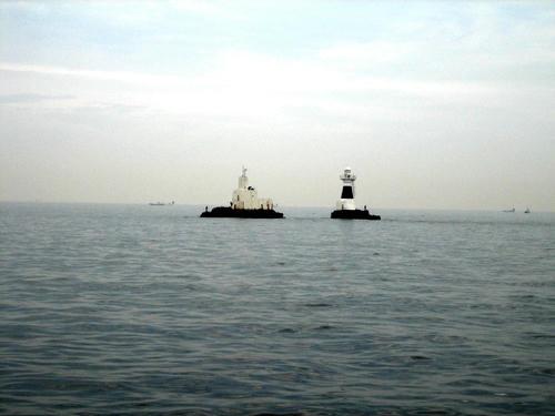 海鹿島灯台と波浪観測所