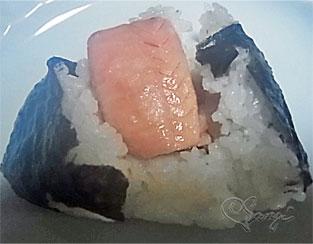 新潟のうまい!さけとたらこ酒粕漬おにぎりの中身の鮭