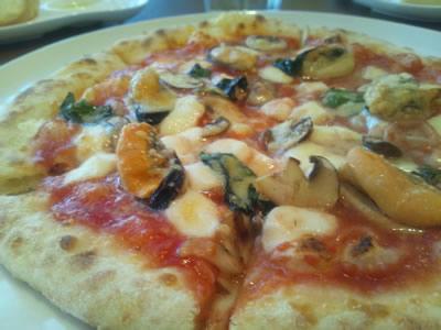 ムール貝の乗ったピザ