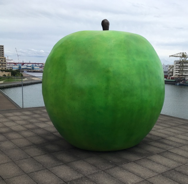安藤 忠雄の青リンゴ