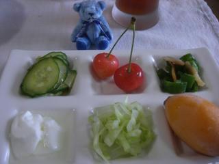 お皿とテディベア