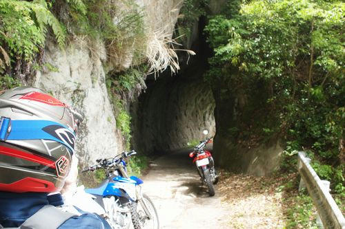 素彫りトンネル