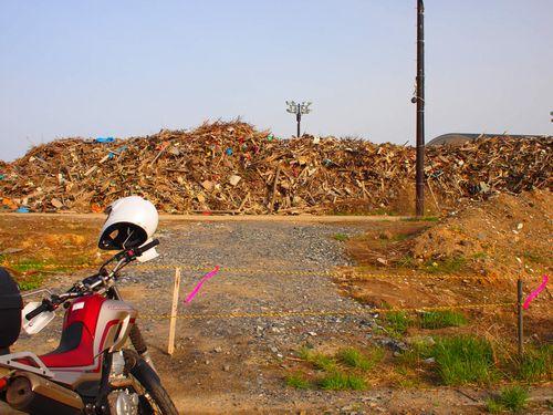 高田松原にある瓦礫