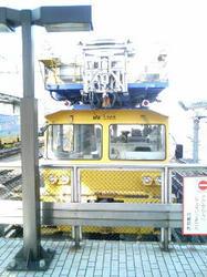黄色い工事の電車