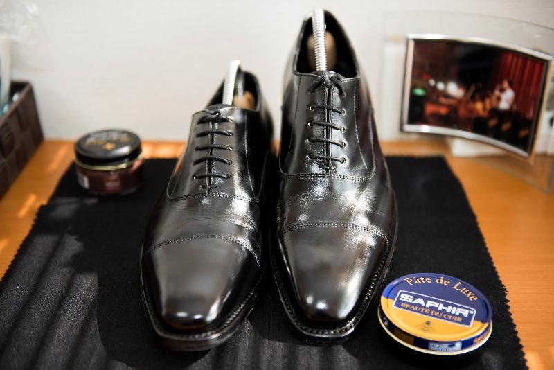 今日は、ワックスを使って革靴を光らせてみようという記事です。管理人ですこんにちは。