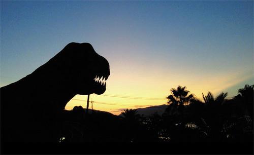夕闇に佇む豪獣レックス(誤)